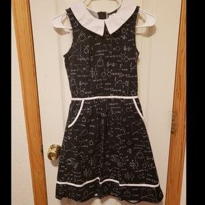 Retrolicious black white collar science dress